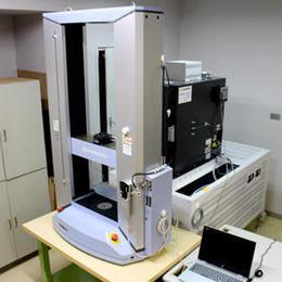 万能材料試験機