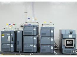 液体クロマトグラフィー質量分析装置